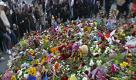 Stoccolma, i cittadini rispondono all'attacco con tonnellate di fiori