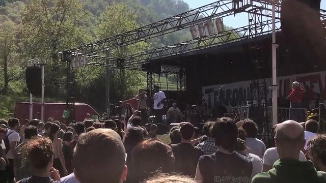 """Pontida, l'immigrato sul palco del Festival antirazzista: """"L'Italia non è l'Italia di Salvini"""""""