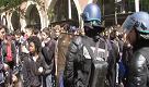 Parigi: studenti in piazza contro Macron e Le Pen, scontri e lacrimogeni