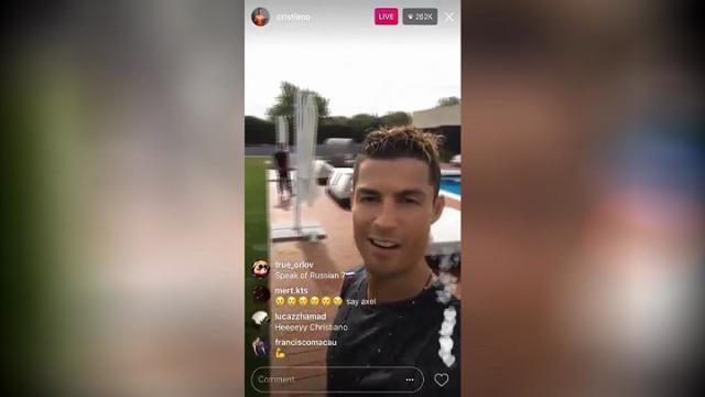 Portogallo, Ronaldo risponde agli haters. Poi si tuffa nella piscina della mega villa