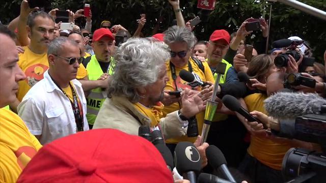 """M5s, Grillo: """"Reddito di cittadinanza, soldi ci sono. Non varrà per immigrati anche se regolari"""""""