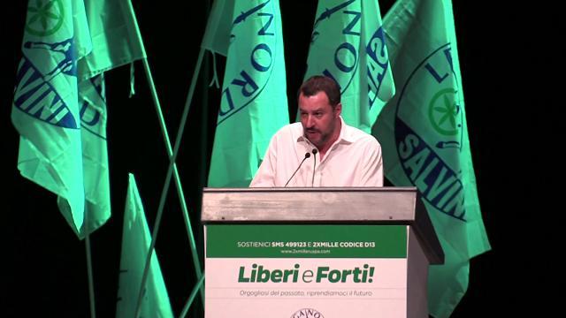 Lega, Salvini a Berlusconi: ''Simpatia per i cuccioli, ma prima gli esseri umani''
