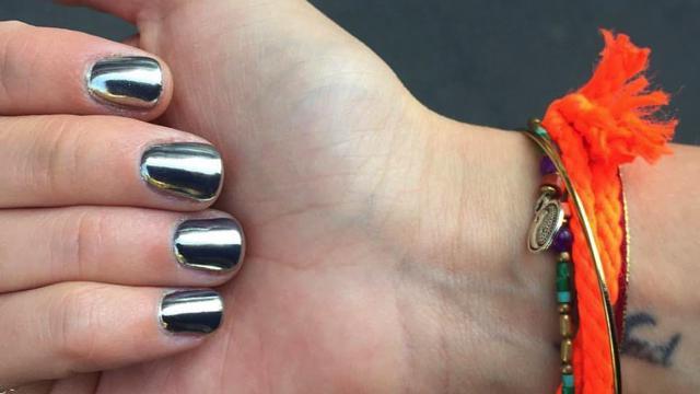 Lo stile cromato per le unghie