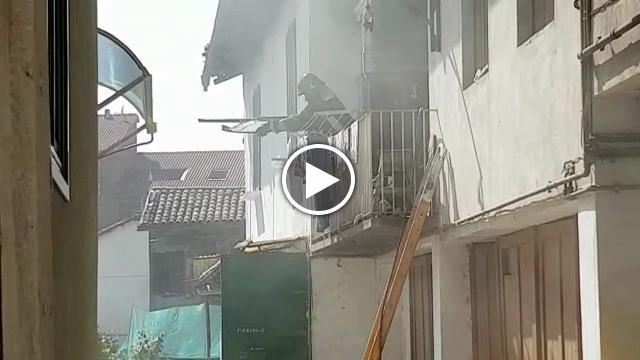 Castellamonte casa a fuoco salvati pensionato e il suo for Casa progetta il trotto del cane