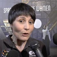 """AstroSamantha dona la sua tuta spaziale: """"Spero incoraggi altri giovani''"""