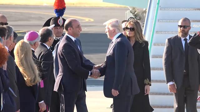 Trump a Roma, l'arrivo a Fiumicino con Melania e Ivanka