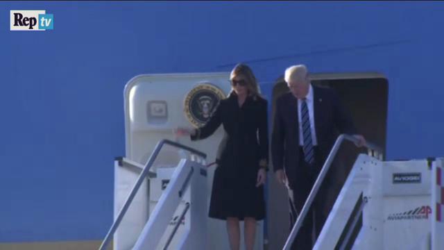 Roma, Trump ci riprova ma Melania rifiuta ancora di stringergli la mano