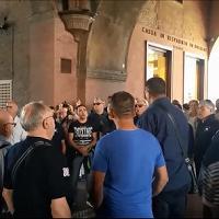 """""""Nanneddu meu"""" sotto i portici, il coro Lachesos di Mores incanta Bologna"""
