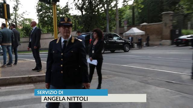 Roma, lungo corteo di auto per l'arrivo del presidente Trump a Villa Taverna