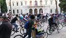 Critical mass a Bari: centinaia di biciclette invadono il centro per la Ciemmona