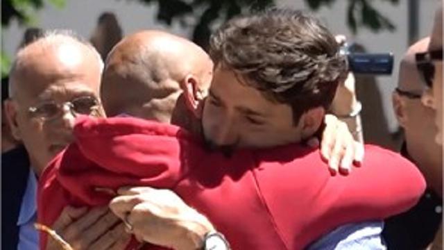 Amatrice, Trudeau: il lungo abbraccio con il sindaco e la visita alla zona rossa