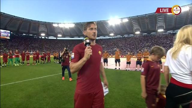 """Totti, il discorso di addio all'Olimpico: """"Ora ho paura, ho bisogno del vostro aiuto"""""""