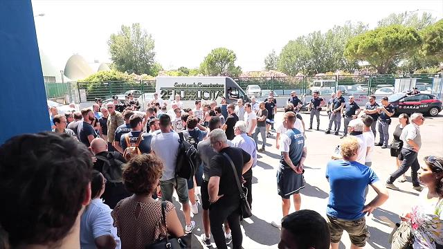 Lacrime e rabbia: l'Empoli contestato dai tifosi