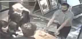 Attacco a Londra, così un cameriere ha impedito ai terroristi di entrare nel locale