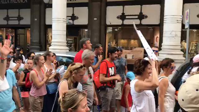 """In 2 mila per il corteo """"No Vax"""" in centro a Padova"""