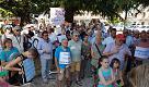 Cornuda: i risparmiatori in piazza con don Torta contro le banche