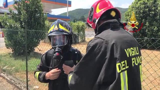 A11: fuga di gas da un serbatoio, l'intervento all'area di servizio di Serravalle