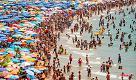 Sole, relax e amore: ecco perché gli italiani scelgono il mare