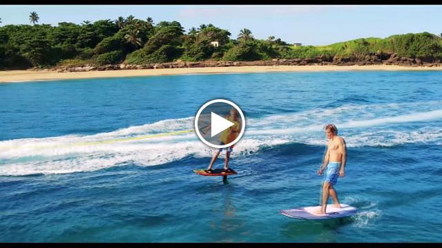 Volare sull 39 acqua si pu ecco la tavola da surf rivoluzionaria video il tirreno - Tavola da surf a motore ...