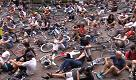 Ciclista morto a Milano: il flash mob per la sicurezza