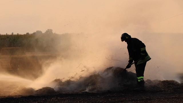 Incendio di rotoballe nel Mezzano