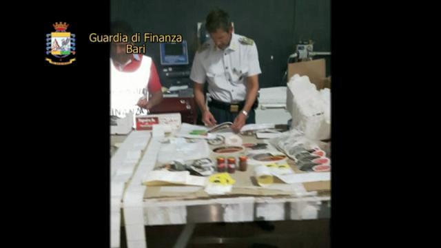 Bari, etichette false su cibi scaduti o rubati: blitz nel magazzino degli orrori