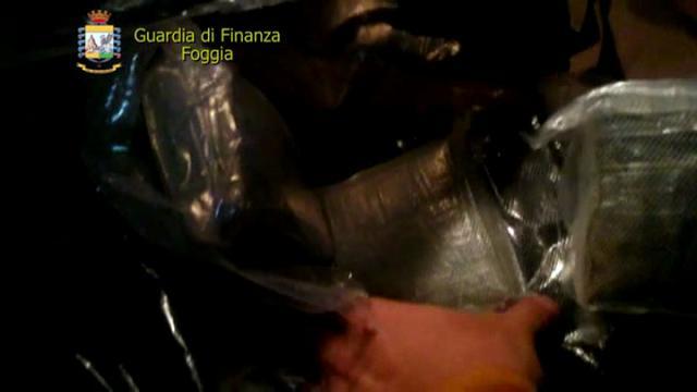 Foggia, sequestrati 12 chili di eroina: confezionati col gasolio per aggirare i controlli