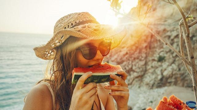 Vacanze e alimentazione: 5 trucchi per mangiare sano, senza privazioni