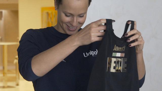 Federica Pellegrini, un costume d'oro per la campionessa del nuoto mondiale