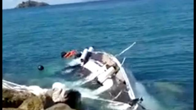 Punta Ala, barca a vela contro gli scogli: nessun ferito