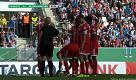 Germania, Ribery e lo scherzo all'arbitra: le slaccia gli scarpini, lei lo rimprovera