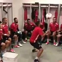 Shkëndija, nello spogliatoio aspettando il Milan: 'torello' perfetto dei colpi di testa con canestro finale