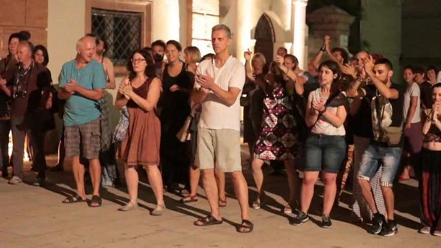 Buskers a Comacchio, una città che balla