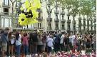 """Barcellona, palloncini in volo per ricordare le vittime al grido: """"Non ho paura"""""""