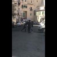 Napoli, rissa in strada tra immigrati dove fu accerchiata una pattuglia di militari