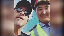 Kazakistan, Ramazzotti fermato per un controllo: duetto improvvisato col vigile