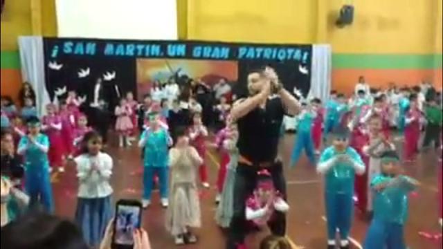 Risultati immagini per maestro fa ballare alunna disabile