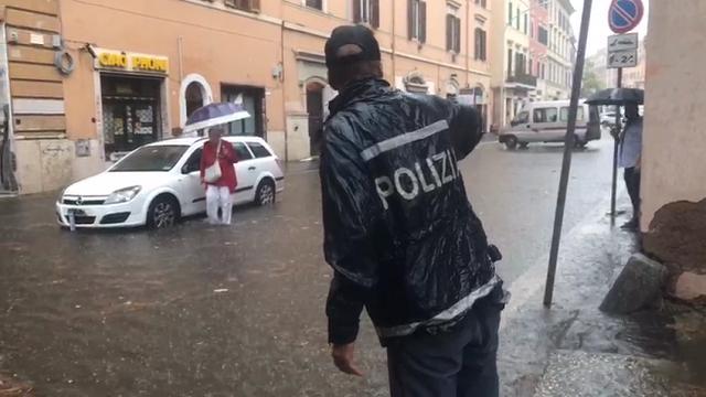 Maltempo Roma: metro in tilt e strade allagate