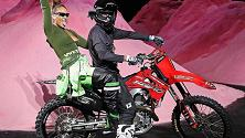 NYFW, FentyxPuma: lo show di Rihanna tra dune rosa e motociclisti acrobatici