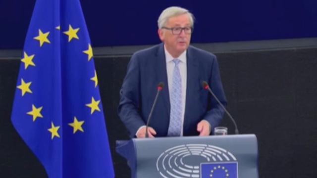 Immigrazione, Juncker: ''Nel Mediterraneo l'Italia salva l'onore dell'Europa''