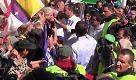 Pontida. Salvini toglie la parola a Bossi e i militanti lo hanno già rottamato
