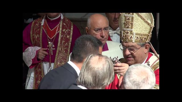 Igreja catlica no deixe que um professor comunista adote seu filho di maio bacia la teca con il sangue di san gennaro fandeluxe Image collections