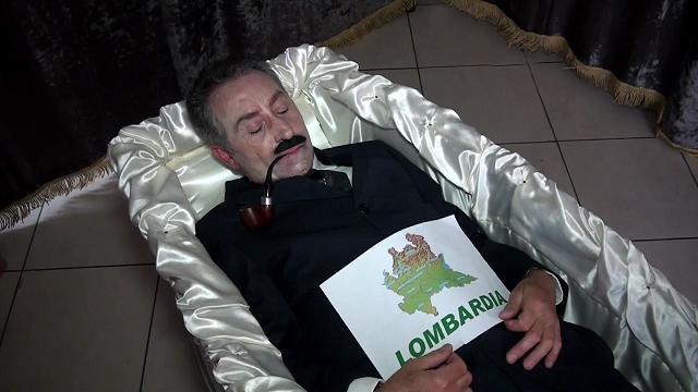 Referendum Lombardia, lo spot dell'uomo nella bara per invitare i lombardi a votare