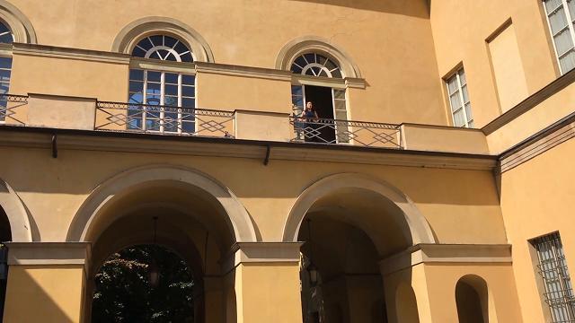 Parma, a Verdi Off La traviata dalla finestra del teatro Regio