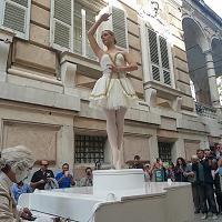 Genova, il carillon vivente di via Garibaldi