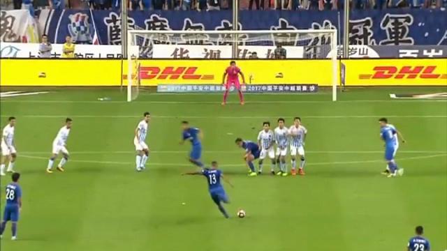 Cina, la punizione violentissima di Guarin: l'ex Inter in gol da oltre 30 metri di distanza