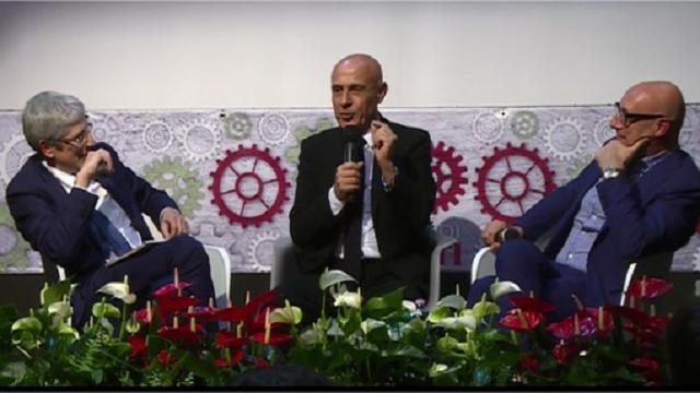"""Minniti ad Atreju: """"Se applaudite ricordatevi che sono il ministro, non Crozza"""""""
