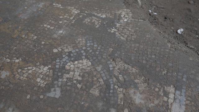Nel cantiere di un condominio del centro di Torino spunta un mosaico romano