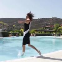 Spagna, la passerella è un fiasco: la miss cade in piscina