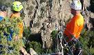 Le atlete della Saharienne in volo sulla teleferica di Padru